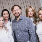 Professioneller Zahnarzt in Klagenfurt mit Team