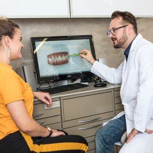 Zahnkorrektur erfolgt mit nahezu unsichtbaren Zahnschienen